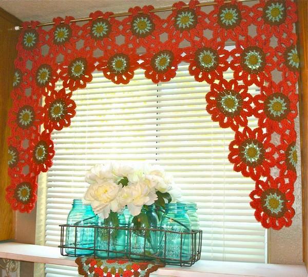 merveilleux rideaux au crochet crochet et plus crochet et plus. Black Bedroom Furniture Sets. Home Design Ideas