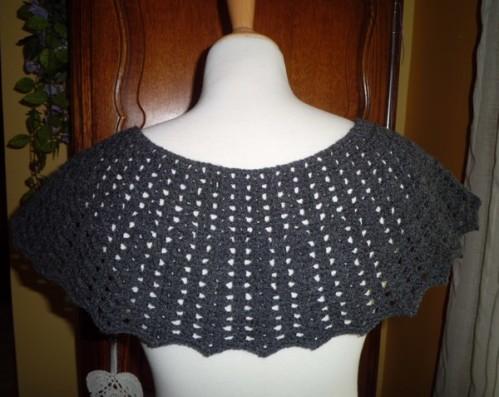 pélerine noir crochet
