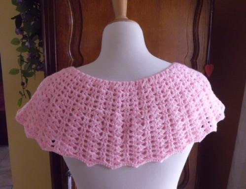 pelerine fleurie crochet rose