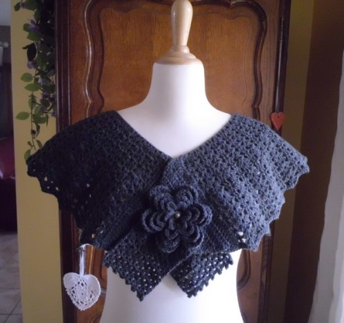 pelerine fleurie crochet noir