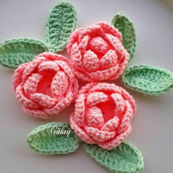 Crochet roses tape par tape crochet et plus - Tuto pour creer un sac en crochet ...