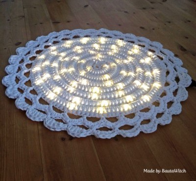 DIY-Crochet-Illuminated-String-Light-Rug (3)